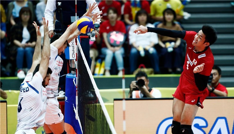 Iranian volleyball team overpowers Japan in World Grand Champs